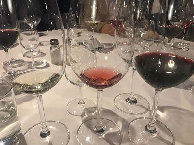 vinoteca-telegrafo-mesa-habla