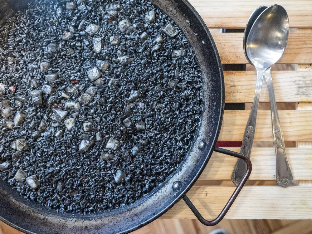 el-clasico-madrid-mesa-habla-arroz-negro