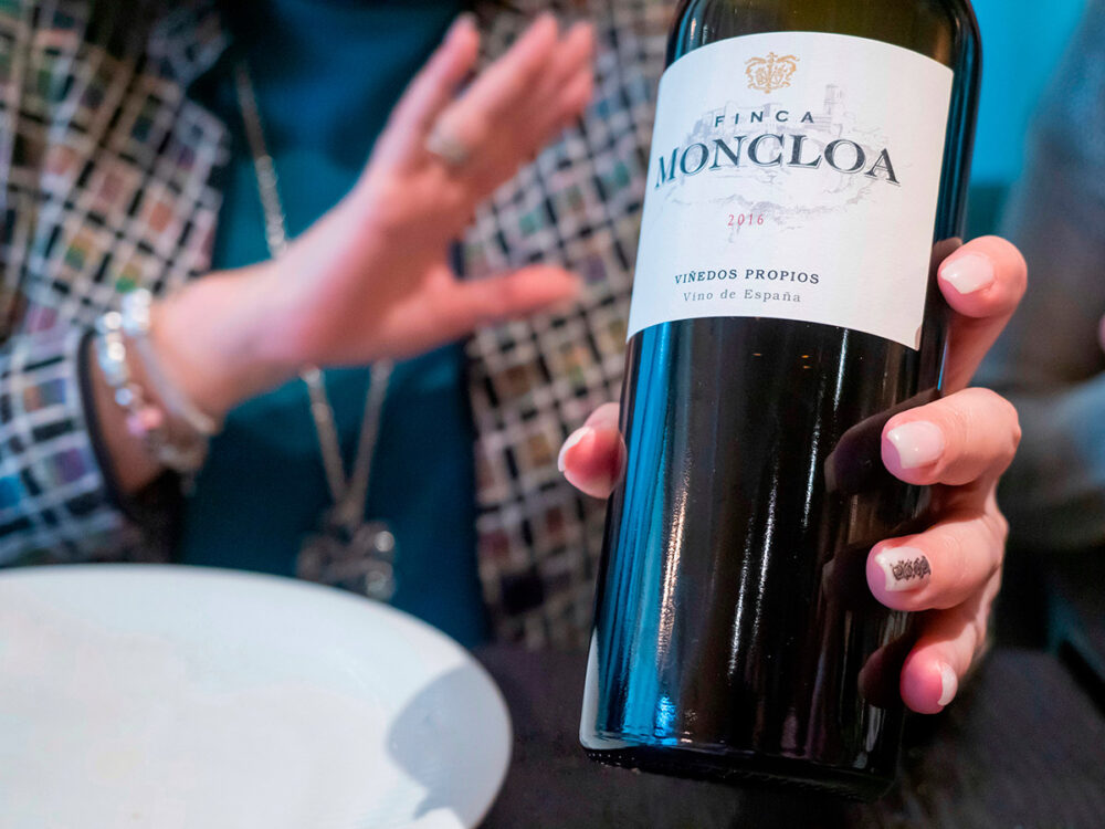 restaurante-dogma-madrid-mesa-habla-vino