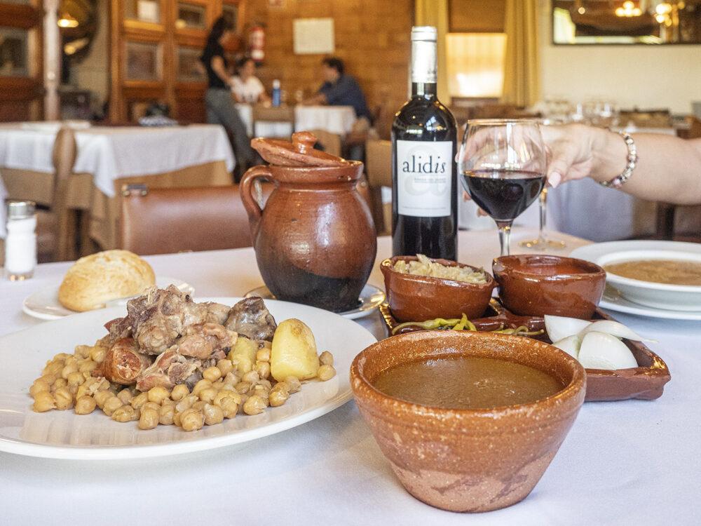 mesa-habla-cocido-madrileño-restaurante-cañada