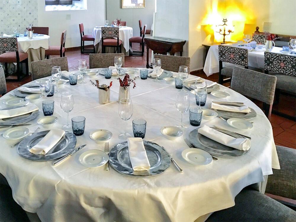 mesa-habla-parador-alcala-henares
