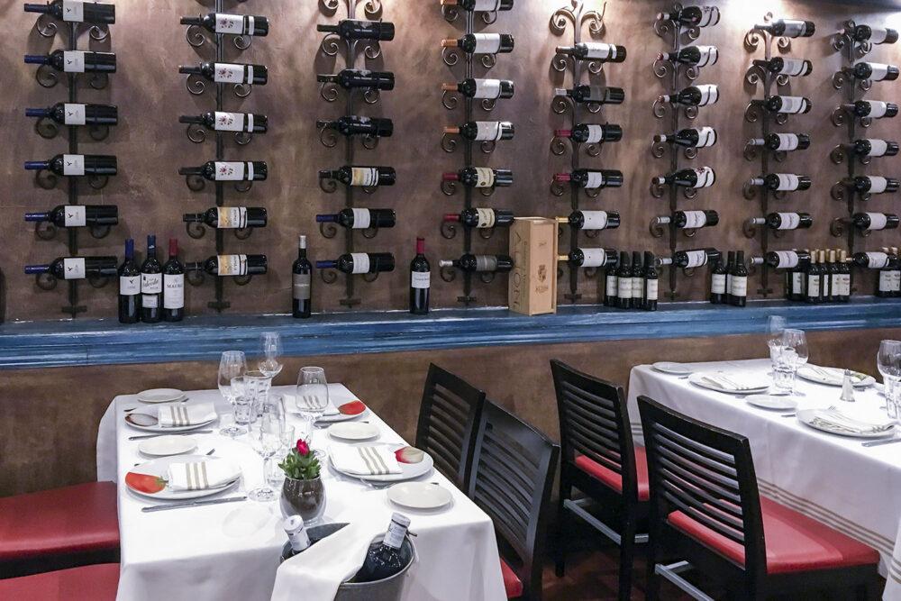 restaurante-la-lenera-mesa-habla-vinos
