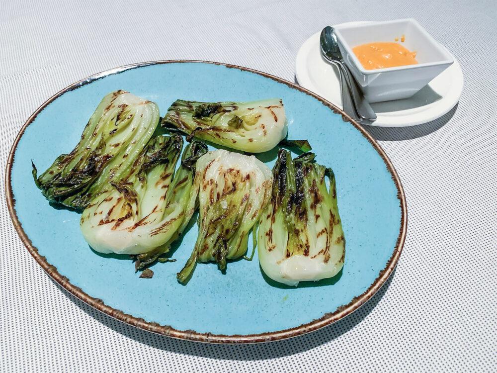 verdura-brasa-mesa-habla