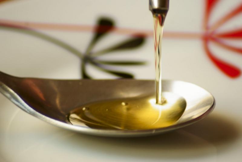 mesa-habla-aove-oro-liquido