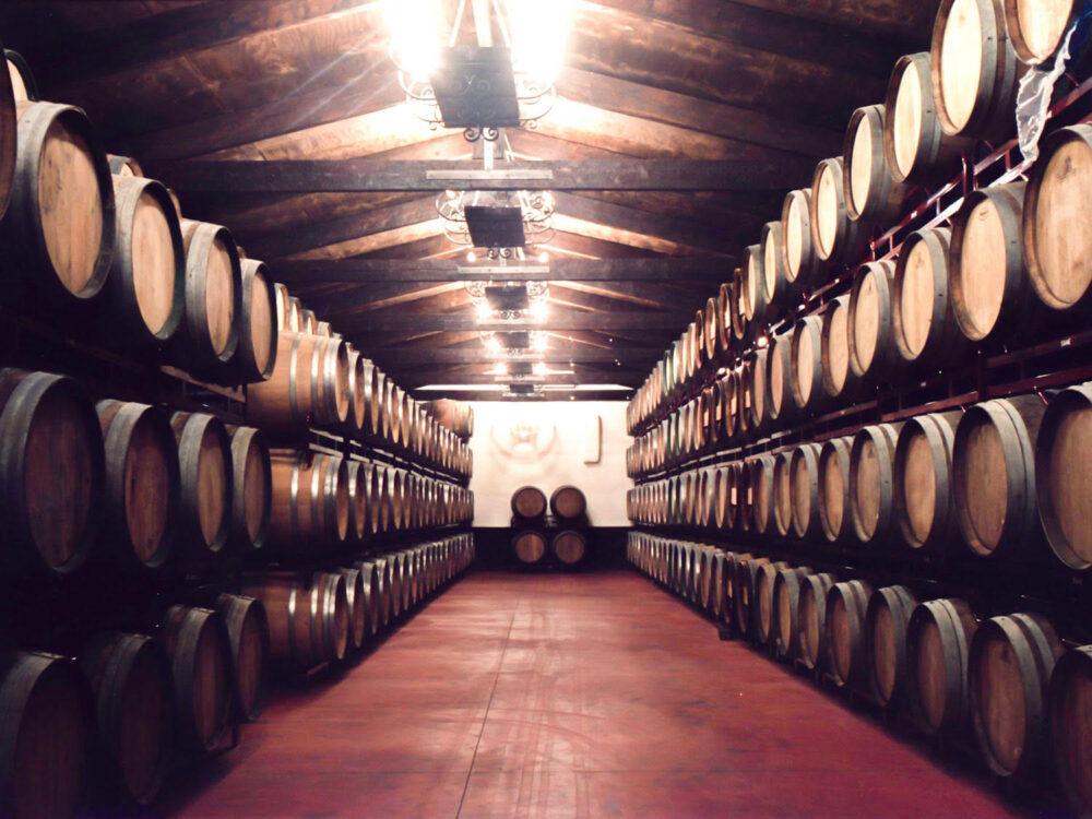 vinos-jeromin-mesa-habla-barricas