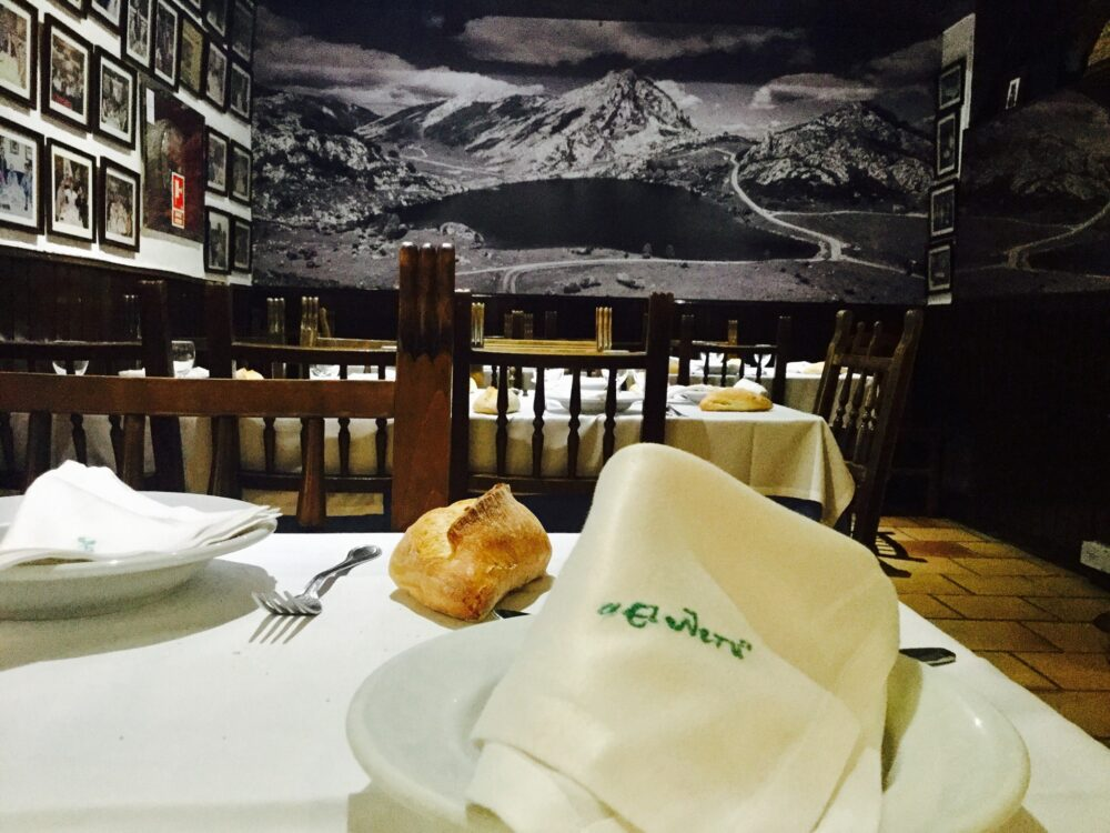mesa-habla-restaurante-neru-madrid