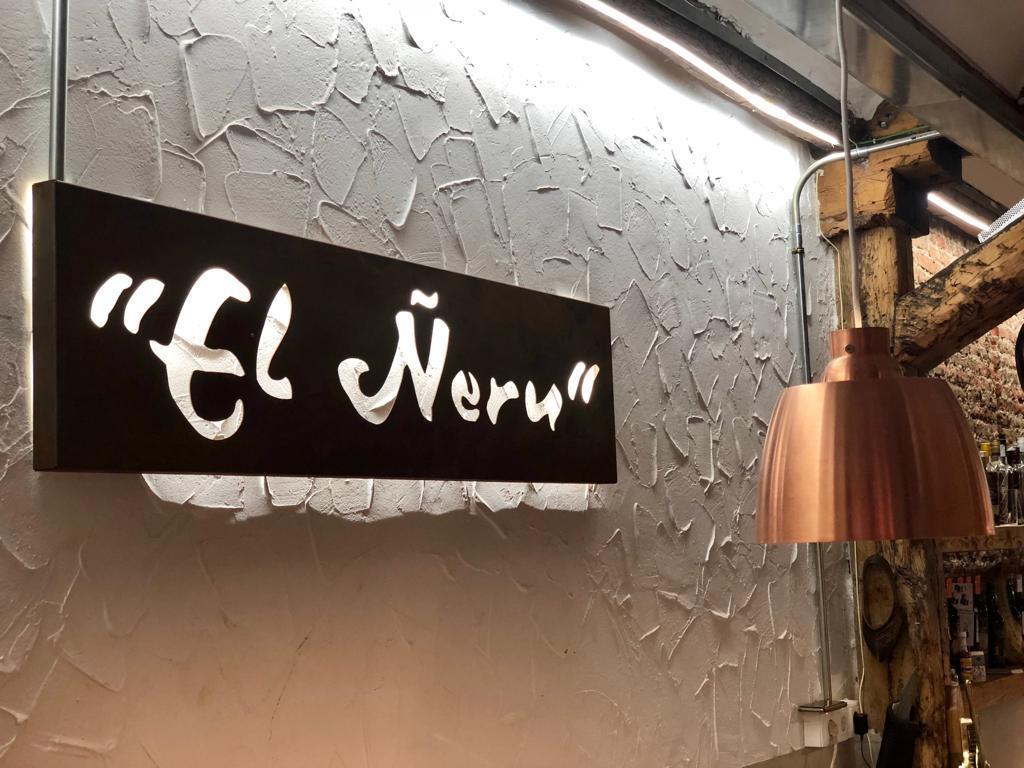 mesa-habla-restaurante-neru