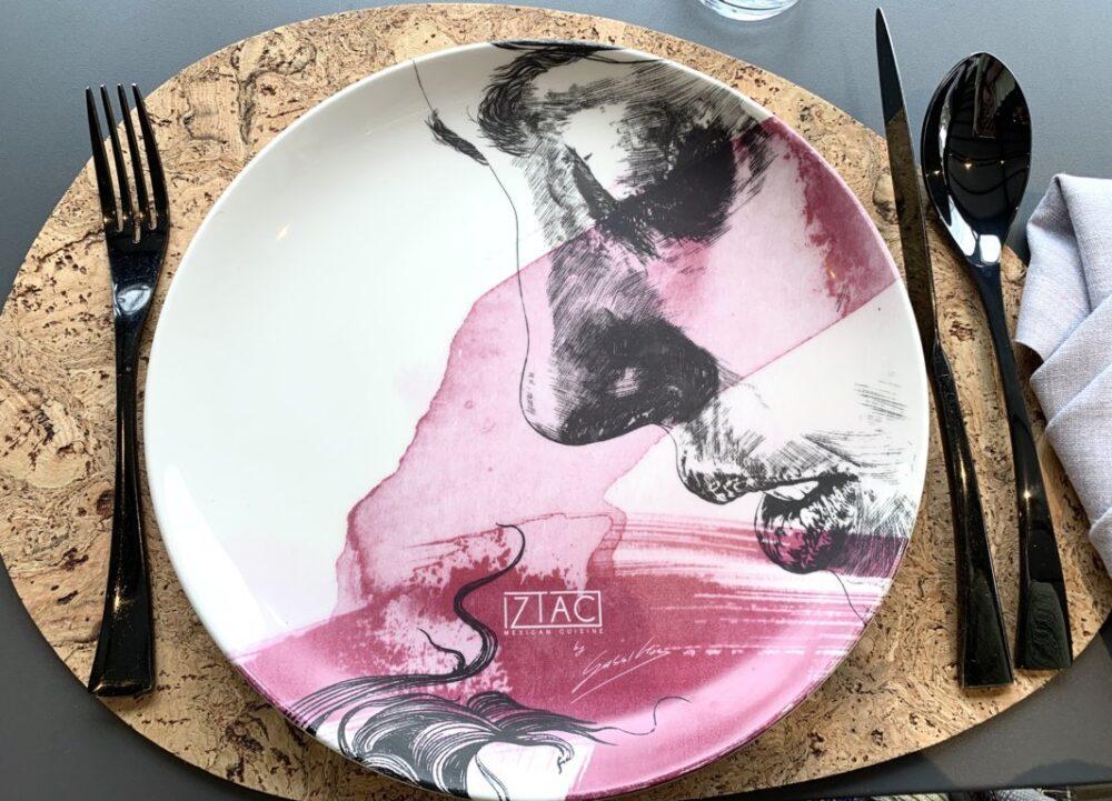 iztac-restaurante-mesa-habla