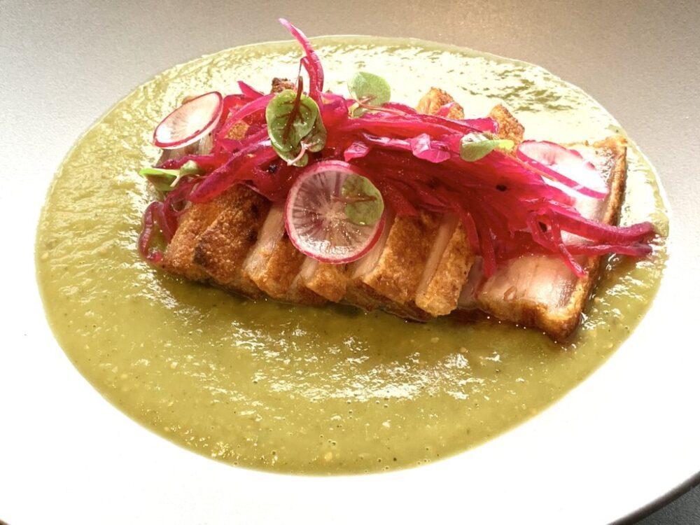iztac-restaurante-mesa-habla-chicharron-salsa-verde