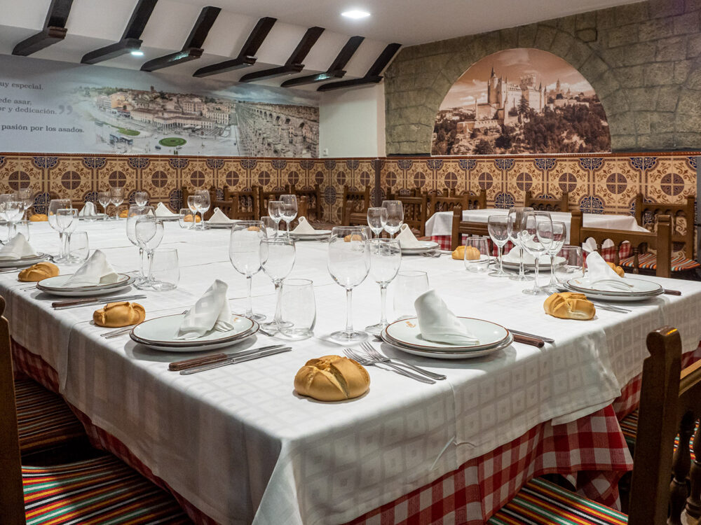 restaurante-segoviano-madrid-mesa-habla-salon