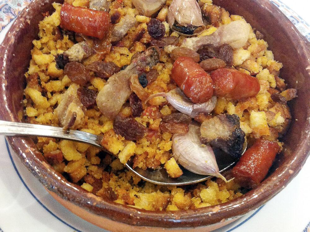 gastronomia-castilla-mancha-migas-mesa-habla