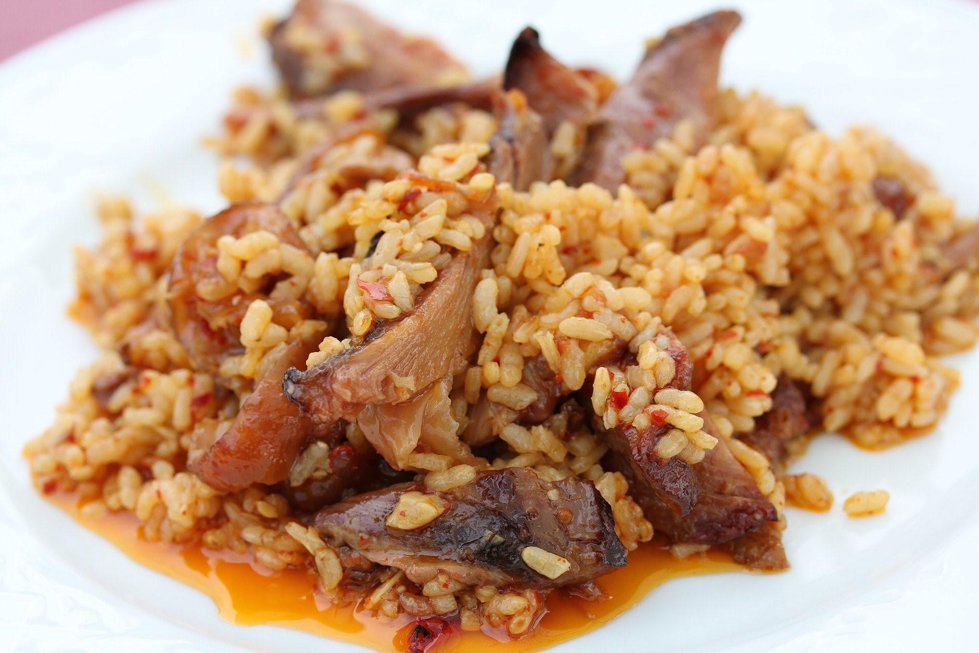 mesa-habla-arroz-pato-setas