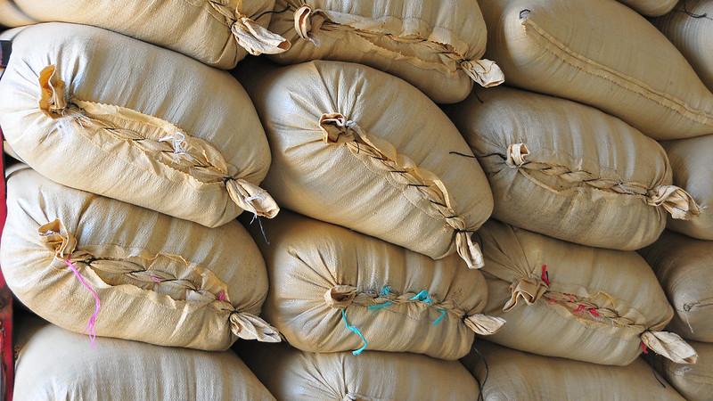 mesa-habla-arroz-sacos
