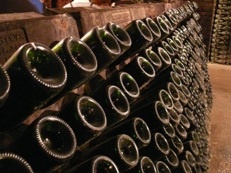 mesa-habla-botellas-cava