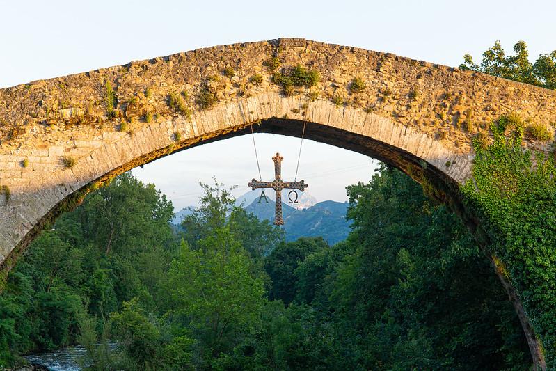 mesa-habla-puente-romano-cangas-onis-asturias