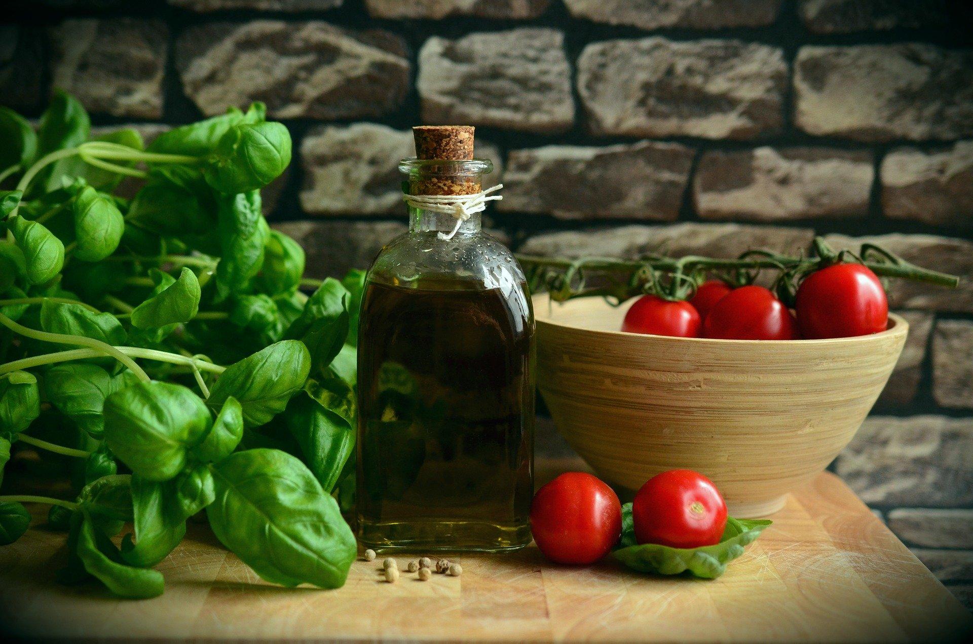 mesa-habla-aceite-oliva-dieta-mediterranea