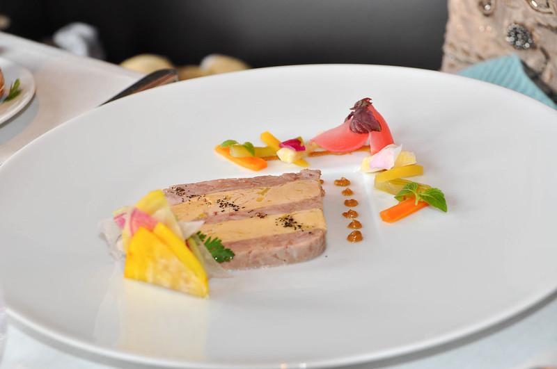 mesa-habla-foie-gras-restaurante-jules-verne