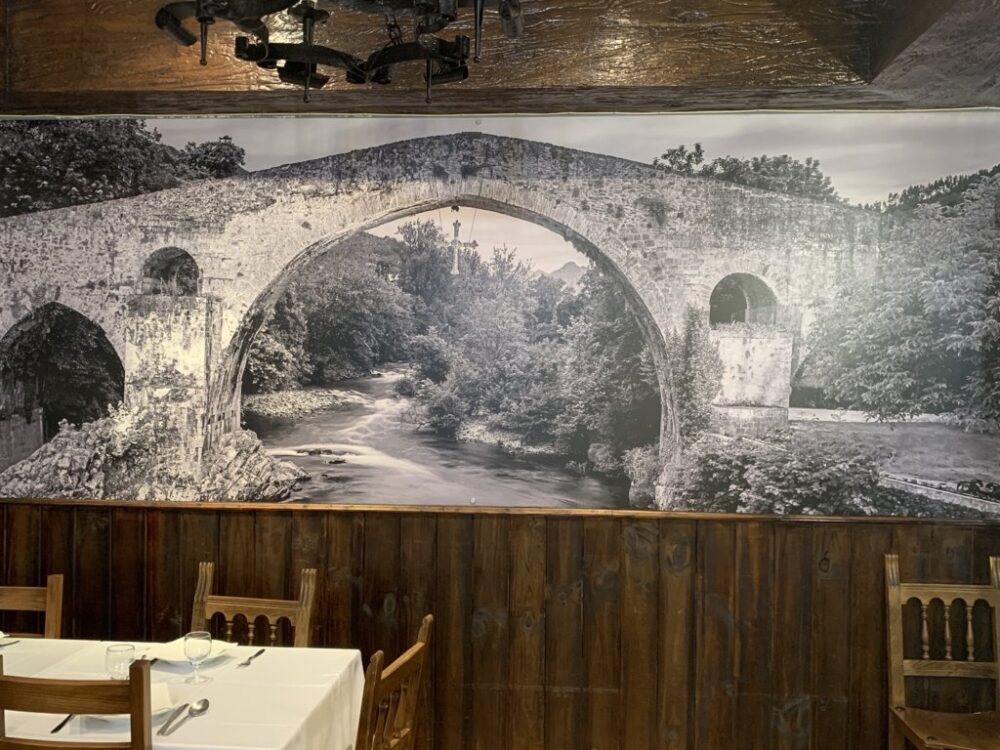 mesa-habla-restaurante-neru-desarme-pared