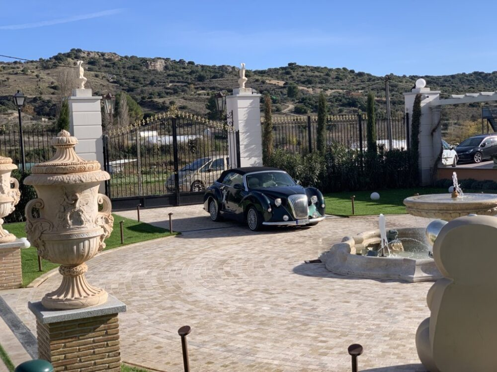 mesa-habla-hotel-palacete-ochava-jardin 1
