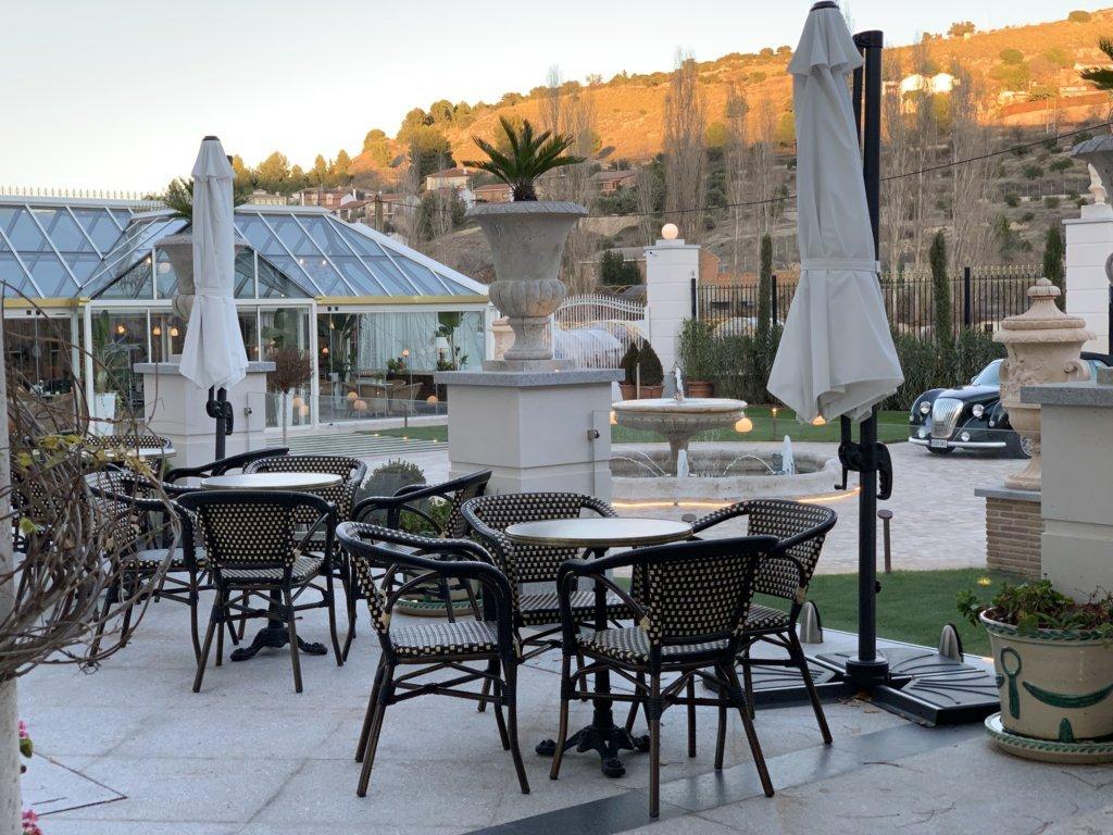 mesa-habla-hotel-palacete-ochava-jardin