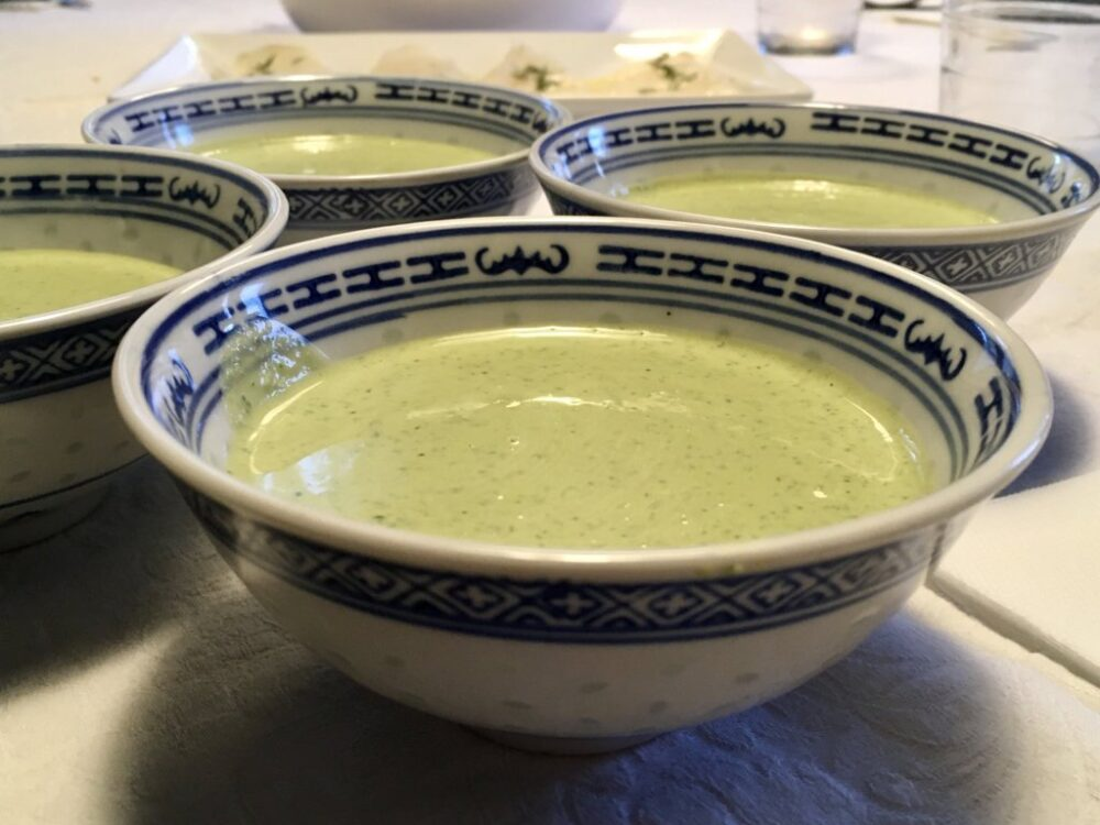 mesa-habla-receta-coliflor-asada-salsa-verde-tahini 5