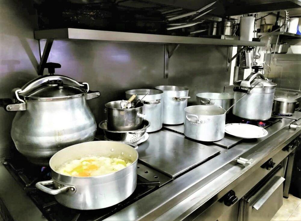 mesa-habla-pedrusco-aldealcorvo-cocina