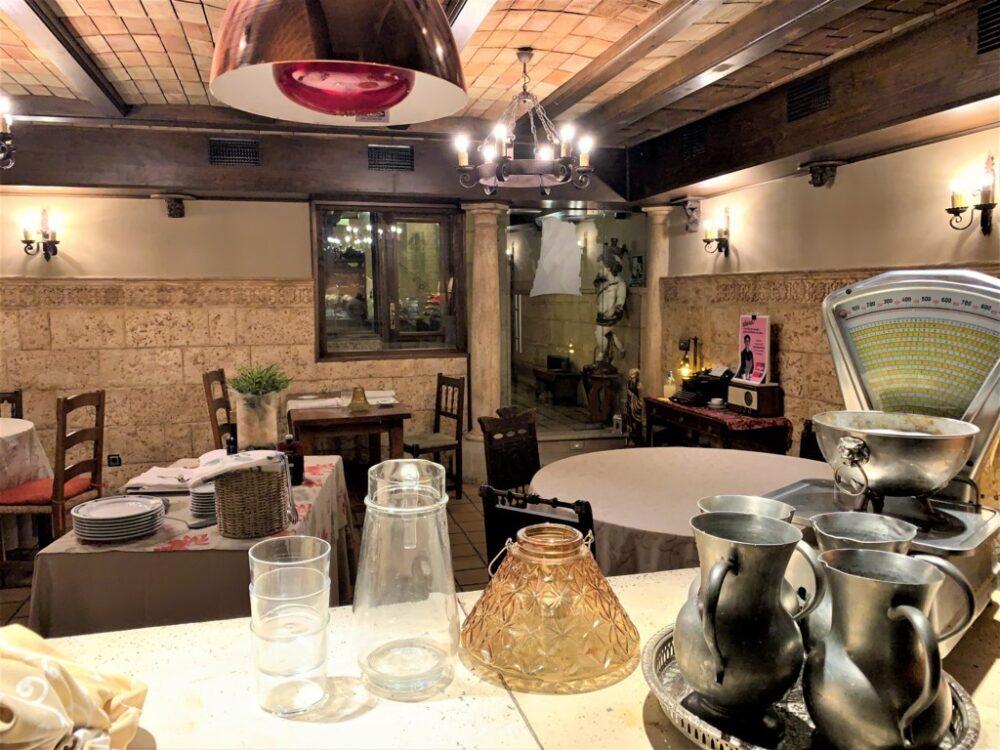 mesa-habla-pedrusco-aldealcorvo-salon 2