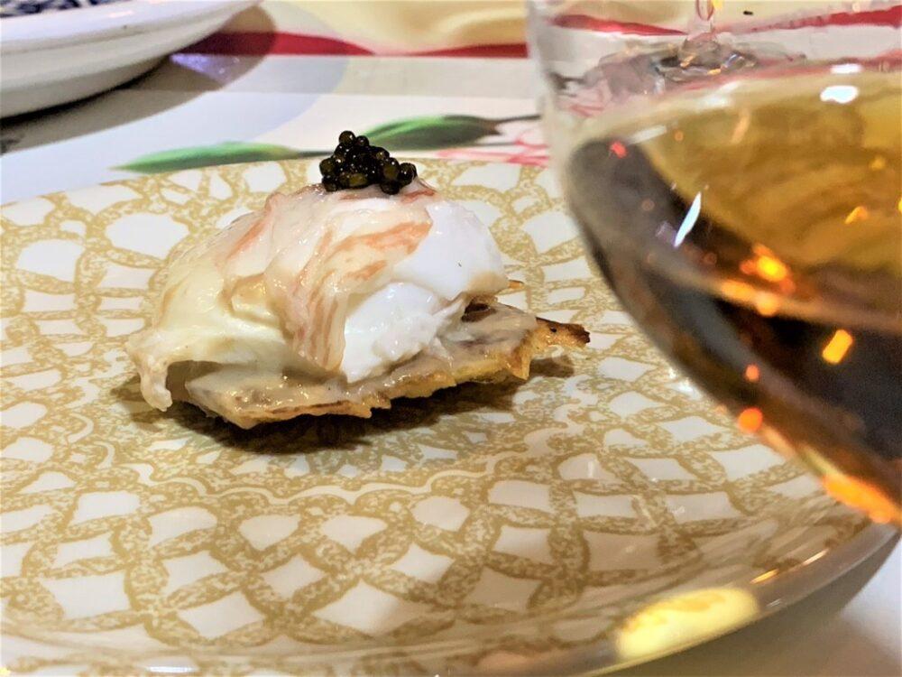 mesa-habla-restaurante-nena-huevos-poche-caviar 1