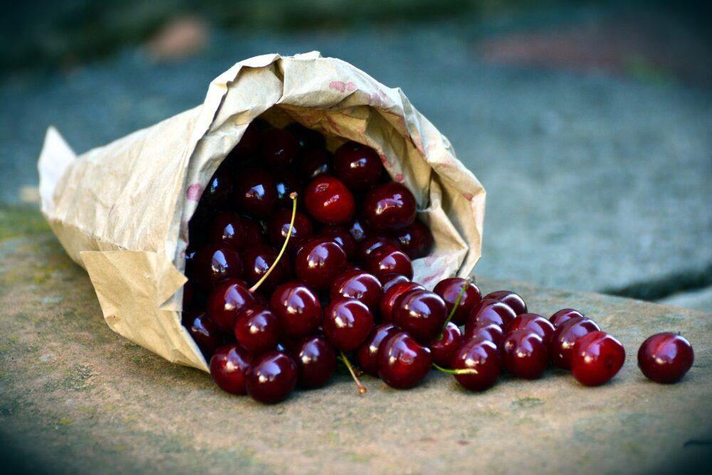 mesa-habla-cerezas-fruta-temporada 1